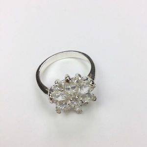 💛Sparkly flower cz costume jewelry ring